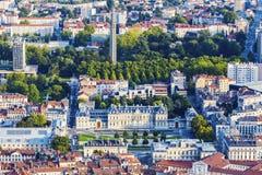 Grenoble arkitektur - flyg- sikt av staden på solnedgången Royaltyfria Bilder