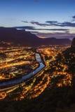 Grenoble arkitektur längs Isere River Arkivbilder