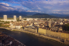 Grenoble arkitektur längs Isere River Royaltyfria Foton