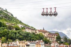 Grenoble-Bastille kabelwagenaka 'Les bulles het Engels: de bellen, verbindt het stadscentrum met Bastille, royalty-vrije stock fotografie