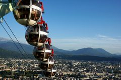 Grenoble cablecars przewodzi downwards Obraz Royalty Free