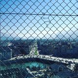 Grenoble durch Zaun lizenzfreies stockfoto