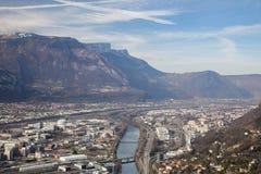 Grenoble, Frankrijk: Noordwesten met de Vercors-bergen en de Isere-rivier royalty-vrije stock foto