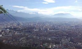 Grenoble. Vue de Grenoble & x28;France& x29;, panorama de la Bastille, immeubles, téléphérique, stade des alpes, ciel bleu, nuages, montagne Stock Photography