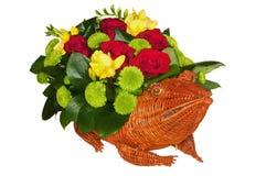 Grenouille de paille complètement des fleurs Photo stock