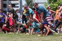 Grenouille de saut de jeu de personnes à l'événement de jour de manoeuvres d'Atlanta Photographie stock libre de droits