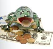 Grenouille et argent en céramique. Image libre de droits