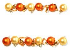 Grens van de ballen van Kerstmis die op wit wordt geïsoleerdr Royalty-vrije Stock Foto's