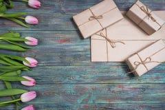 Grens van verse roze de lentetulpen Royalty-vrije Stock Foto's