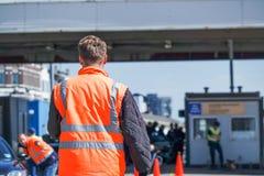 Grenscontrole die de immigratie controleren bij haven Royalty-vrije Stock Foto