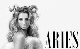 grensle Kvinna Aries Zodiac Sign Arkivfoto