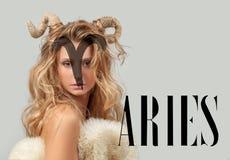 grensle Kvinna Aries Zodiac Sign fotografering för bildbyråer