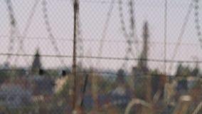 Grensomheining tussen Israël en Cisjordanië prikkeldraad elektronische omheining stock footage