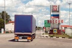 Grensovergangcontrolepost tussen de Oekraïne en Rusland Stock Afbeeldingen