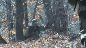 Grenspatrouille van Bulgaarse miliciens, Bulgaars-Turkse grens stock videobeelden