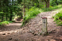 Grenspost op bergsleep Royalty-vrije Stock Afbeelding