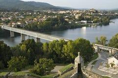 Grensrivier, brug, tussen Portugal en Spanje Stock Afbeeldingen