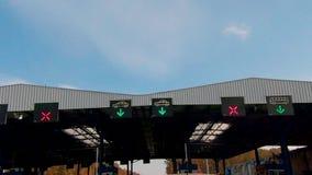 Grenzüberschreitung mit Europäischer Gemeinschaft, Überfahrt Batrovci - Lipovci zwischen Kroatien und Serbien stock video
