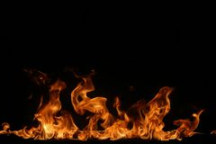Grenze von glühenden Flammen auf Schwarzem Lizenzfreie Stockbilder