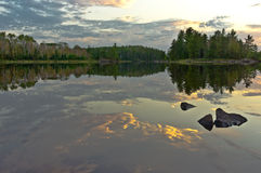 Grenze wässert Reflexion. Lizenzfreies Stockfoto