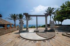 Grenzinsel Lingshui-Ansicht-Hai Ting Tong-Sonne und die Mond- und Goldenekeuleskulptur Stockbild