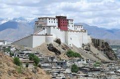 Grenzstein in Tibet stockfoto