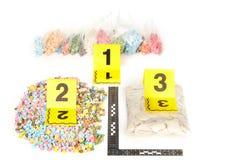 Grep preventivpillerar av extasy kontraband grundar vid lagliga myndigheter under sökandeberättigande Arkivfoton