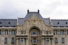 Gresham宫殿布达佩斯标记和胸象 库存图片