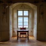 GRESSONEY, ITALIA - 6 de enero: Interior del castillo Savoia Imagen de archivo