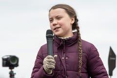 Greta Thunberg die bij de Vrijdagen voor Toekomstige manifestatie spreken stock afbeelding