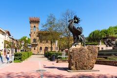 Greve dans le chianti, Italie - 21 avril 2018 : La statue d'un coq noir, le symbole du chianti, Toscane, Italie image stock