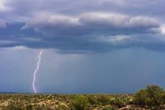 Greve do parafuso de relâmpago em uma tempestade foto de stock