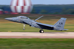 A greve Eagle de McDonnell Douglas F-15E apenas terminou o voo da demonstração em Zhukovsky durante o airshow MAKS-2011 fotos de stock royalty free