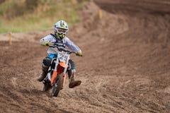 GREVENBROICH, ALLEMAGNE - 1ER OCTOBRE 2016 : Combats non identifiés d'un cavalier de motocross pour la qualification Photographie stock libre de droits