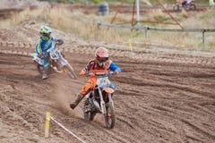 GREVENBROICH, DEUTSCHLAND - 1. OKTOBER 2016: Nicht identifizierter Motocrossreiterkampf für Qualifikation Lizenzfreie Stockfotos