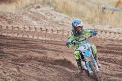 GREVENBROICH, DEUTSCHLAND - 1. OKTOBER 2016: Nicht identifizierter Motocrossreiterkampf für Qualifikation Lizenzfreies Stockbild