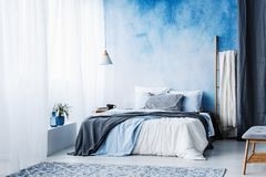 Free Grey And Blue Bedding On Bed Against Ombre Wall In Minimal Bedroom Interior With Ladder Royalty Free Stock Photos - 120109818