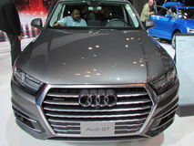 Grey Audi Q7 Feira automóvel 2015 verde do International de New York do jipe imagem de stock