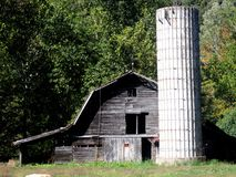 Grey barn with silo Royalty Free Stock Photography