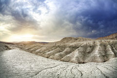 Grey Clay Mountains en la puesta del sol Imagen de archivo