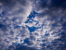 Grey Cloud et ciel bleu image libre de droits