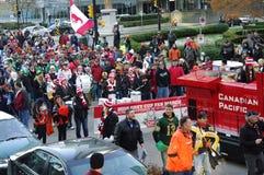 Grey Cup Fan March sur les rues de Vancouver Photo stock