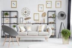 Grey e salone dell'oro immagine stock
