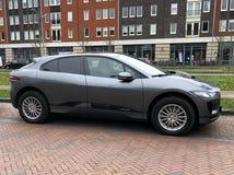 Grey Electric Jaguar-I-Tempo stock foto
