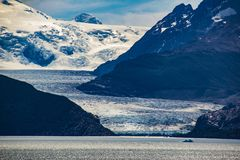 Grey Glacier dentro il parco nazionale di Torres del Paine e venire dal giacimento di ghiaccio del sud la terza più grande riserv immagini stock libere da diritti