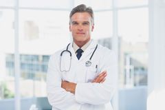 Grey haired doctor Royalty Free Stock Photography