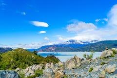Grey Lake en Terres Del Paine National Park avec le floatin d'iceberg Photos libres de droits