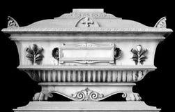 Grey, oggetto d'antiquariato, decorato, lusso, tomba costosa con gli elementi ed i motivi floreali ed animali Fotografie Stock