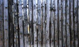 Grey Old Log Cabin Wall-Textuur De donkere Rustieke Muur van het Huislogboek Horizontale Betimmerde Achtergrond Royalty-vrije Stock Afbeeldingen