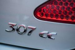 Grey Peugeot 307 CC baksidalogo arkivbilder